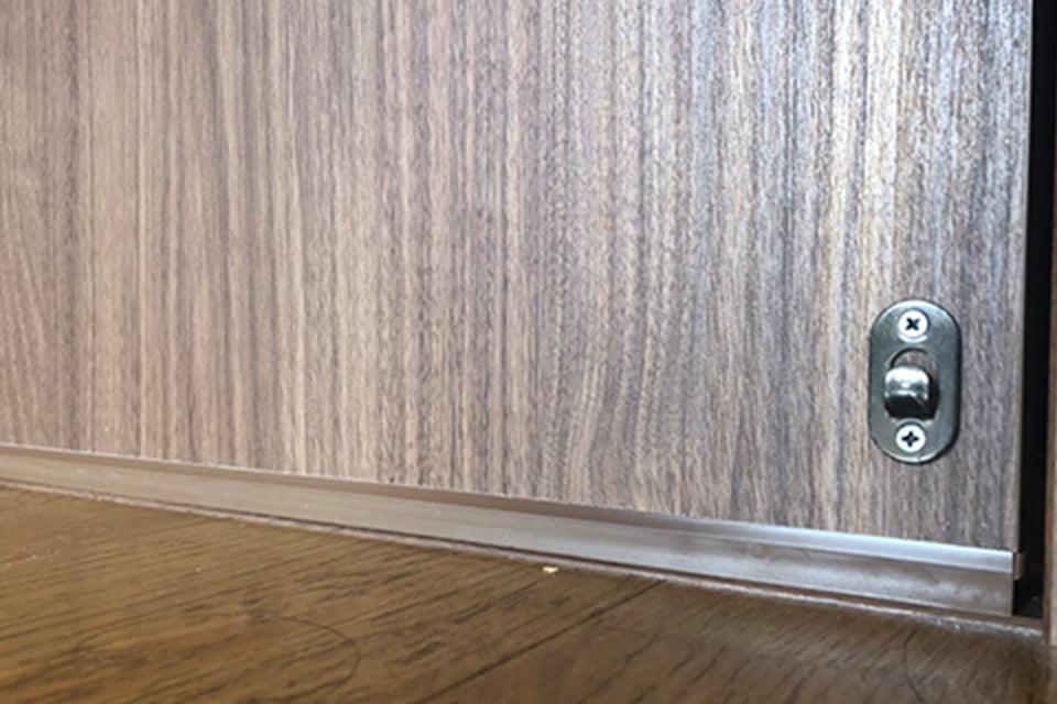 画像:隙間のないドア